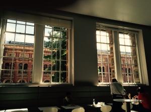 Café et the Victoria and Albert Museum Photo by michellepdaoust